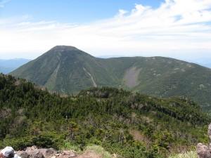 1024px-Mt.Tateshina_from_Mt.Kitayokodake_02